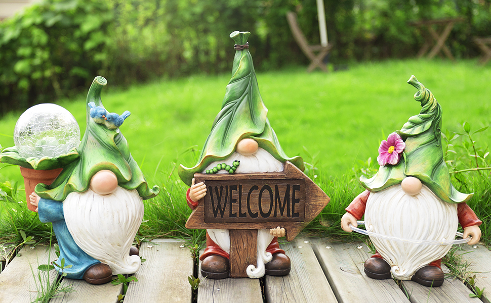 LA JOLIE MUSE gnome statue