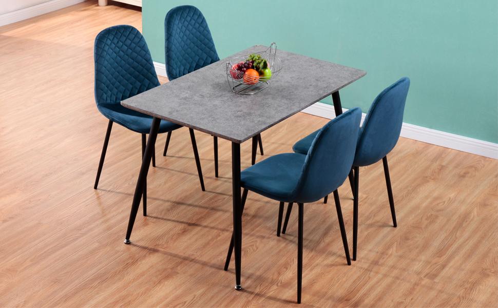 Table à manger et bois