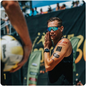 A volleyball pro from the AVP at the volleyball court with an Aubio Temporary Tattoo
