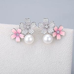 pearl earrings sway