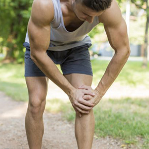 Man courted over holding his inflamed knee