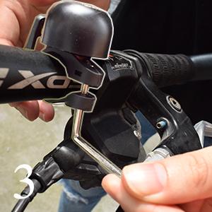 COKECO Mini Sonnette De Bicyclette Ajustable S/écurit/é Attention Bell Ring Universal Mountain Bike Retro Bells Crisp and Loud Horn Folding Bike Scooter Accessoires De V/élo