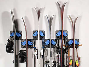 Securely holds your snowboards, skis, and schloads more!