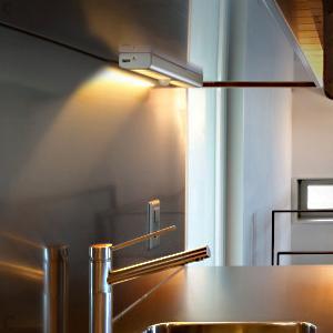 LED-Kleiderschrank