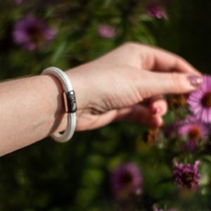 I nostri accessori a mano sono unici e facili da indossare