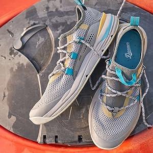 womens hiking shoe