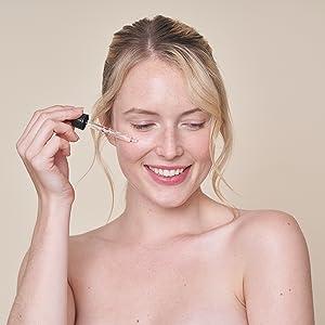 vitamin-c-serum-hochdosiert vitamin-c-serum-vegan anti-aging serum-gegen-akne