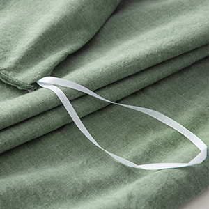 The four corner tie ensure that your weighted blanket comforter duvet remains immovable in the cover