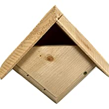 Large entrance allows for Carolina Wren's to bring small twigs and grass into the house for nesting