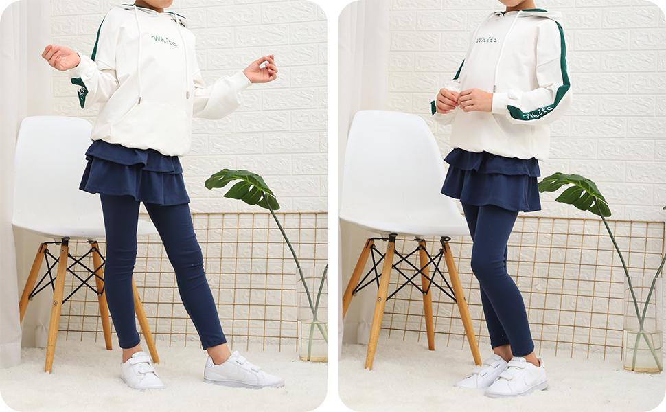 El traje de faldas pantalón monocromático es fácilmente combinable.