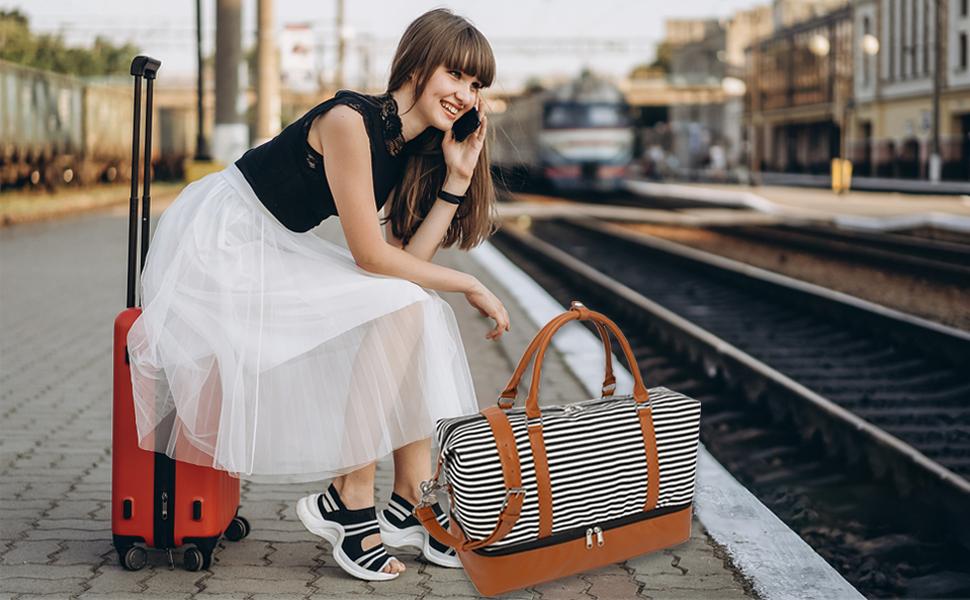 Travel weekender bag