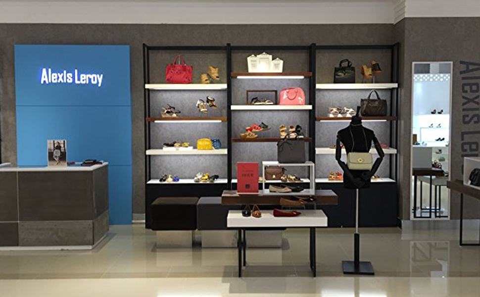women shoes Stores display picture