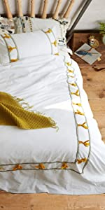 Bedding Knotted