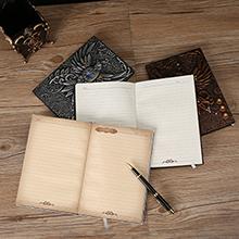 Das Notizbuch im Format A5 kann problemlos mitgenommen werden. passt in die meisten Rucksäcke