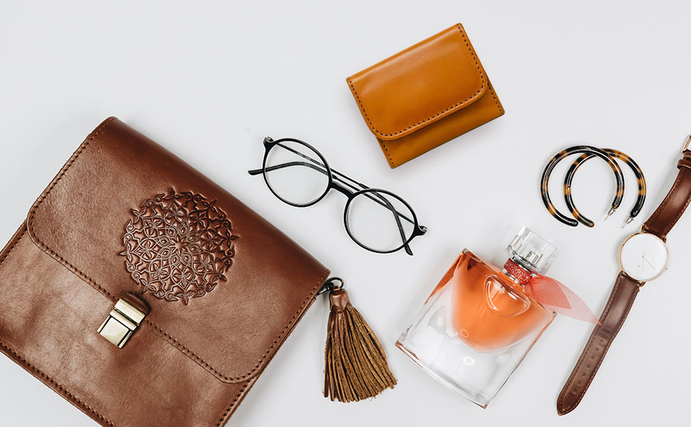 Slim Italian Leather Coin Purse delivers the experience of fine Italian leather