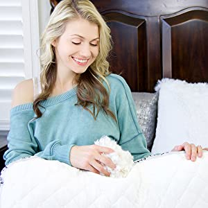 Honeydew Sleep Scrumptious Side Sleeper Pillow with Copper Fill Being Adjusted