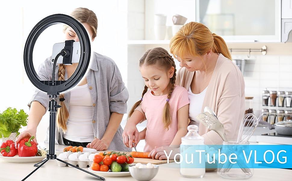 A family use this LED ring light make YouTube Vlog.