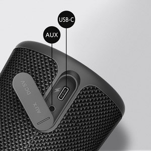 USB Type-C and AUX in jack