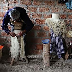 hand woven handwoven weaving handweaving straw panama hat ecuador authentic
