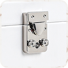 Fully locking design can keep all your valuable jewelry safe and out of others' reach.