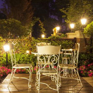outdoor dusk to dawn lights