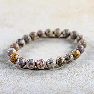 De maifan-steen in schoonheid in de armband.