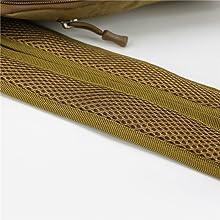 The shoulder straps adopt an integral breathable mesh design