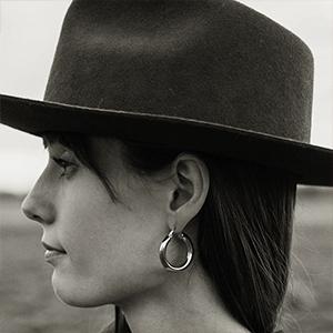 lightweight hoop earrings