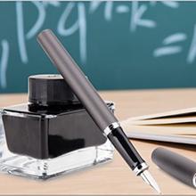 Hohe Qualität Papier ist dick genug, damit die Tinte nicht durchläuft,Der Bezug aber robust genug.
