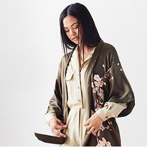 KIM+ONO Women's Handpainted Silk Kimono Robe Cherry Blossom Bronze