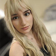 blonde wavy wig with bangs