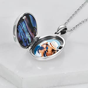 Locket Jewelry that hold pictures
