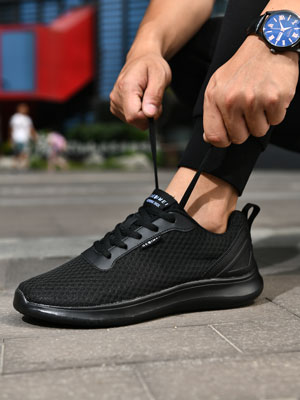 black tennis shoes for men
