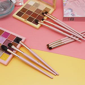 pink makeup brush for eyes
