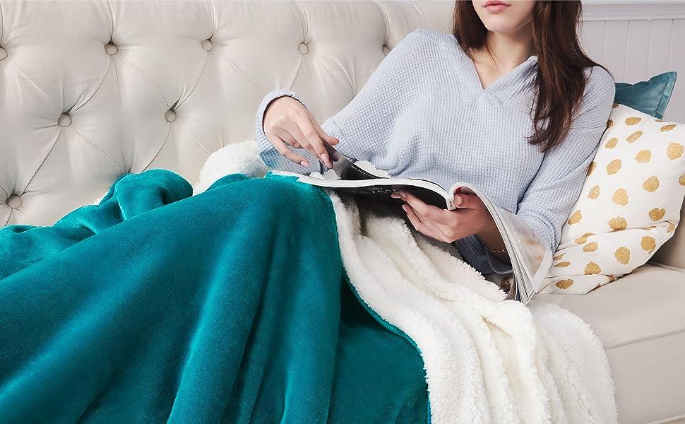 Amazon Com Bedsure Sherpa Fleece Blanket Queen Size Not Electrical Teal Turquoise Aqua Plush Blanket Fuzzy Soft Blanket Microfiber Home Kitchen