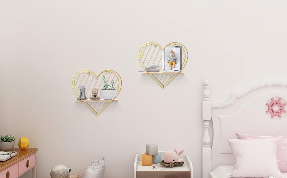 wall shelf in kid room