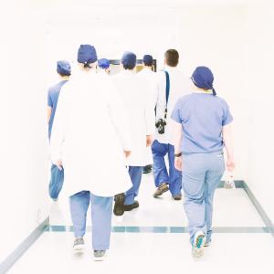 ropa de trabajo sanitario enfermera