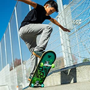 Arcade skateboard young rider ollie