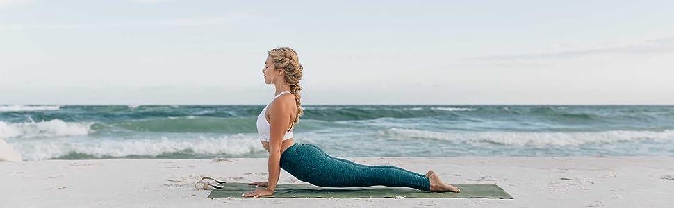 YOGO Ultraligero Viajes Estera de Yoga Colchoneta Plegable con Integrado Correas y asa para Transportar y Lavar