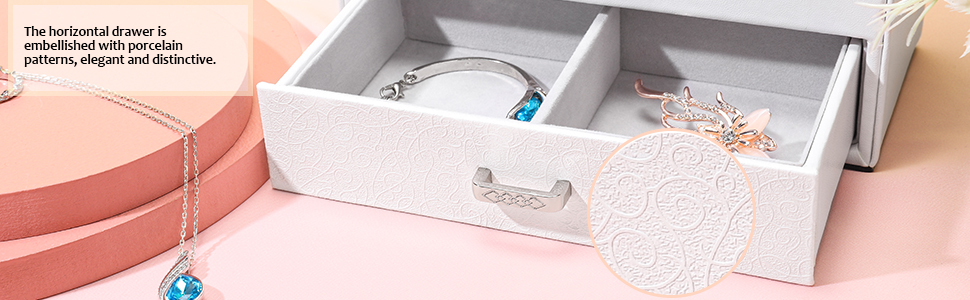 The horizontal drawer is embellished with porcelain patterns, elegant and distinctive.