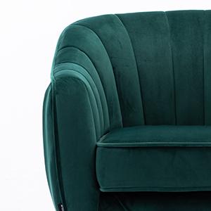detail 04 wider armrest