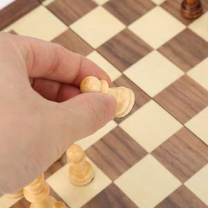 Anti-scratch Chess