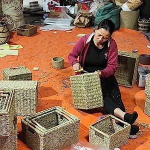Making seagrass basket wicker