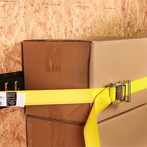 E-TRAck ratchet straps holding down cargo
