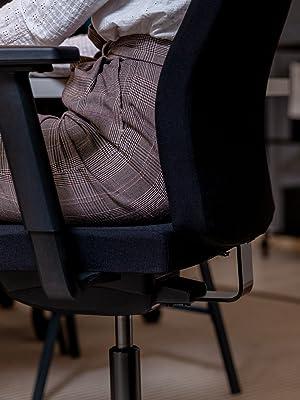 Ergonomischer Bürostuhl BASIC mit Stoffbezug in Schwarz. Ergonomisch und bequem sitzen dank vielfältiger Einstellmöglichkeiten.