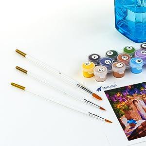 MaileKai Creates Professional Paint Brushes