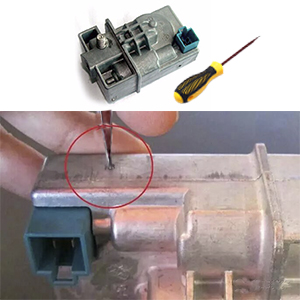 Sep2: use a screwdriver to penetrate the shell hole to open the device