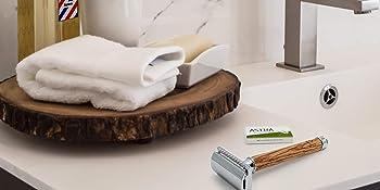 Rasoir de securite homme et femme manche en bois dans salle de bain par sapiens