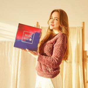 girl holding a SeoulBox
