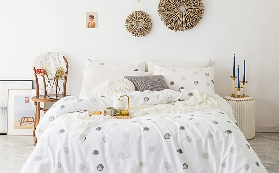 white dotted bedding